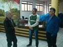 Representantes da CMBP em conversa com o vereador Pastor Darci durante a visita