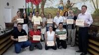 """Escola do Legislativo entrega certificados do curso sobre o tema:  """"Câmara Municipal e Meio Ambiente"""""""