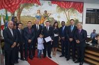 Poderes Legislativo e Executivo homenageiam pessoas de destaque em Ubá