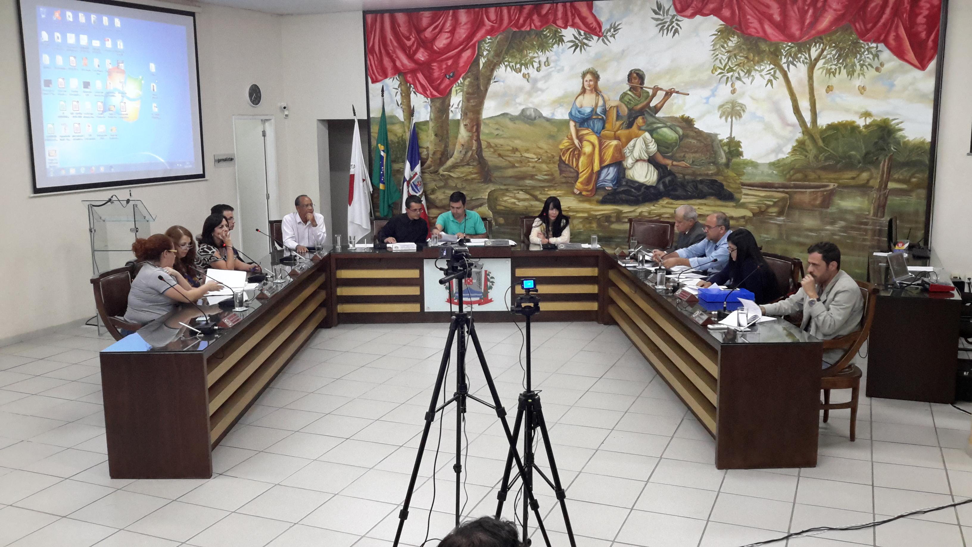 Projeto de Lei de Diretrizes Orçamentárias é apresentado e discutido em audiência pública na Câmara