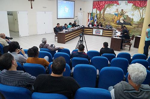 Vereadores aprovam implantação do serviço de guarda, depósito e remoção de veículos em Ubá
